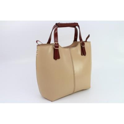 Δερμάτινη γυναικεία τσάντα σε μπεζ σοκολάτα χρώμα. 2519d3958b9
