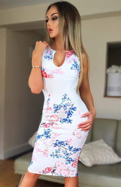 Εφαρμοστό floral φόρεμα - Άσπρο. Άμεσα διαθέσιμο. fashioneshop.gr ... 72323cb583f