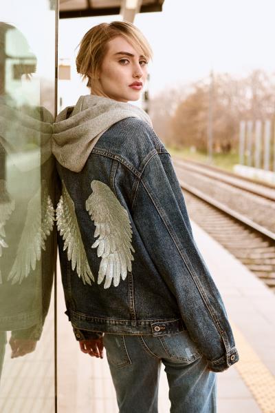 2a1fe4666d81 γυναικεία issue fashion τζιν μπουφαν issue fashion - Totos.gr