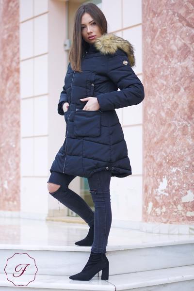 Μπουφάν μακρύ με γούνα στην κουκούλα Jayloucy - Μαύρο. Άμεσα διαθέσιμο.  fashioneshop.gr ... be93c57a5da