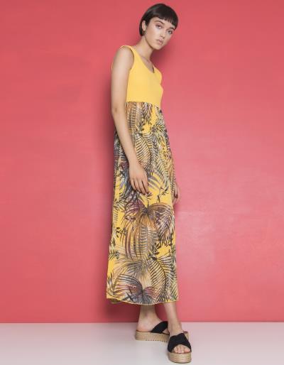 8b3274d8f438 Μάξι φόρεμα με συνδυασμούς χρωμάτων